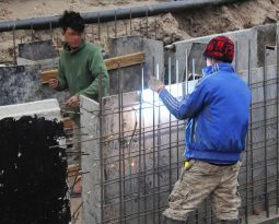 Workers are urgently executing and completing the hundred billion street project in Hanoi